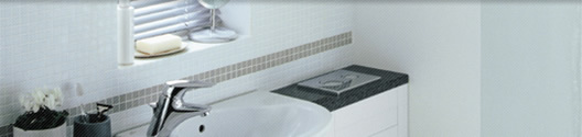 Bathroom fitted in white tiles and surfaces